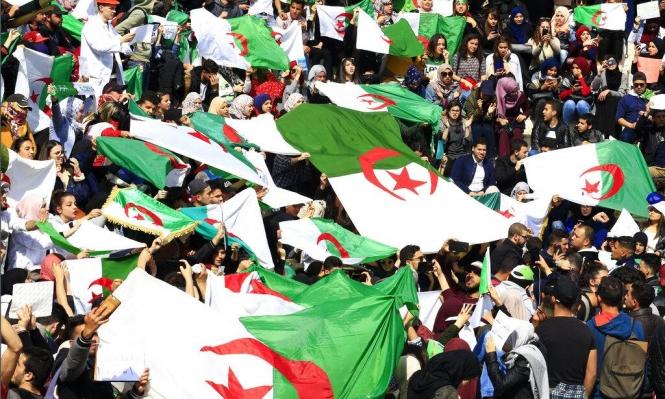 """التلفزيون الجزائري الرسمي يرفع صوت """"الشعب يريد إسقاط النّظام"""""""