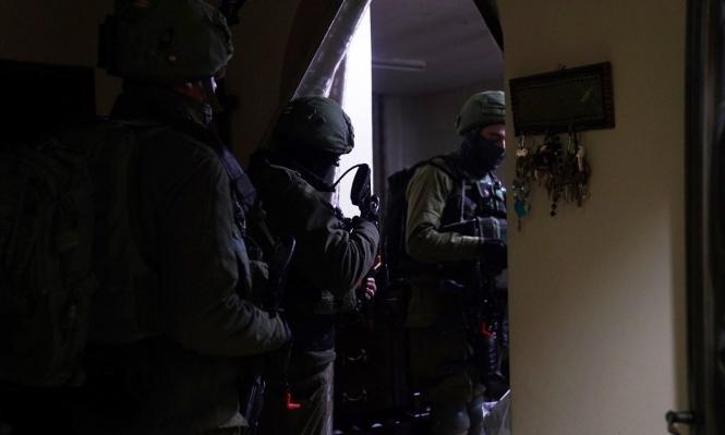 اعتقال 10 فلسطينيين ومصادرة عشرات آلاف الشواقل بحجة تمويل العمليات