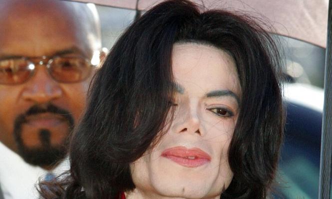 إذاعات توقف بث أغاني مايكل جاكسون لاعتدائه على أطفال