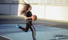 كرة السلة في القطاع متنفَسٌ للغزيّات