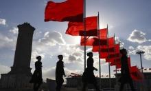 الصين: مرشدات سياحيات في ساحة تيانامين الشهيرة