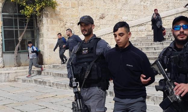 القدس: الاحتلال يخلي الأقصى ويغلق أبوابه