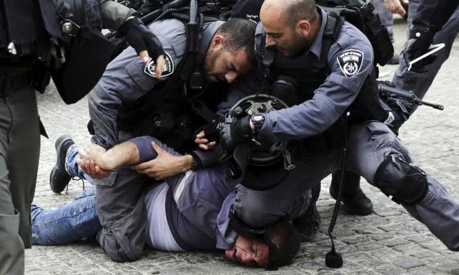 القدس: اعتقال فتيين بشبهة حرق غرفة الشرطة في الحرم المقدسي