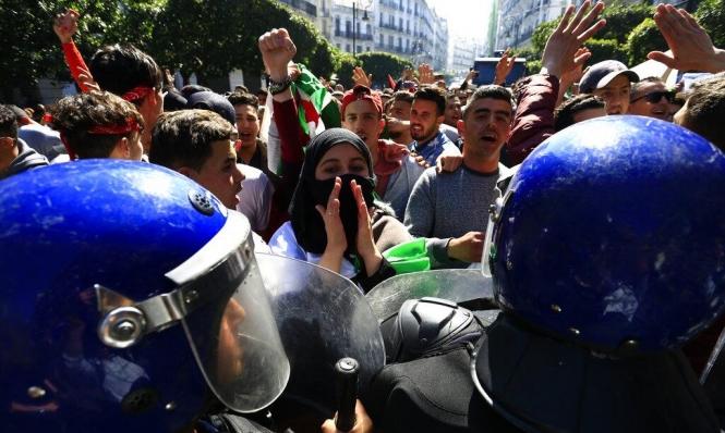 الجزائر: الحكومة الجديدة ستشكل الأسبوع المقبل والمحتجون يصعّدون