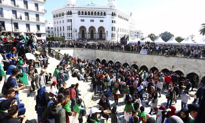الجزائر: الحزب الحاكم يتخلى عن بوتفليقة ومظاهرات تطالب برحيله