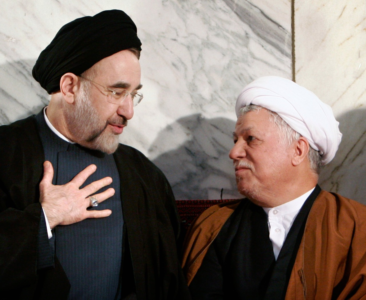 خاتمي ورفسنجاني... أبرز معارضي خامنئي (رويترز)