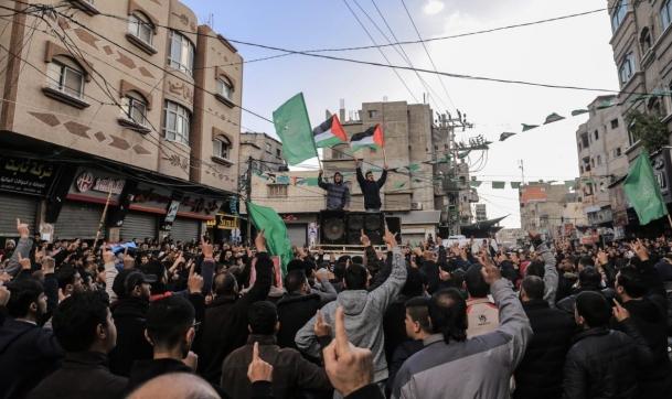 """مظاهرات بغزة ضد عقوبات السلطة وأخرى لحراك """"ثورة الجياع"""""""