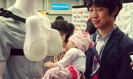 من اليوم يستطيع الآباء إرضاع أطفالهم
