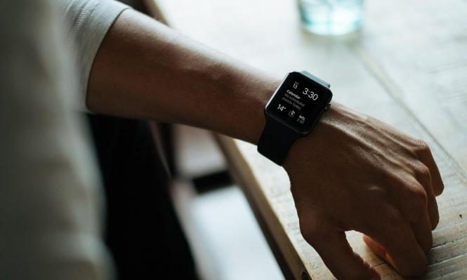 """ساعة """"آبل"""" الذكية تستطيع رصد اضطراب نبض القلب"""