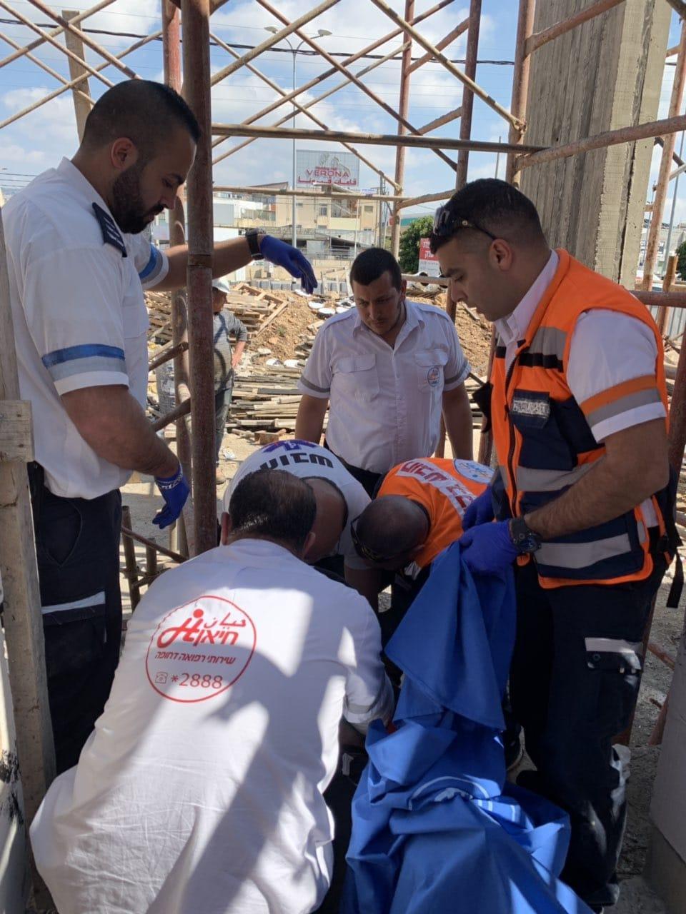 كفر ياسيف: إصابة خطيرة لعامل سقط من علو