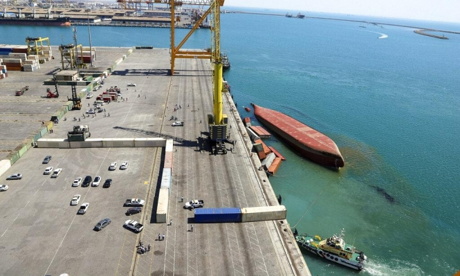 """إيران: غرق 153 حاوية شحن في ميناء بسبب """"التهور أثناء التحميل"""""""