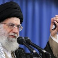 خامنئي يحض الإيرانيين لوضع الخلافات جانبا لتجاوز المشاكل الاقتصادية