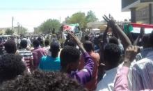 الخرطوم تواصل التظاهر مطالبة بتنحي البشير