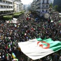 المدن الجزائريّة تفيض بالمتظاهرين رغم مناورات النظام