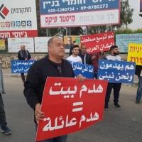 قلنسوة: الأهالي يغلقون مدخل المدينة احتجاجًا على سياسة هدم البيوت