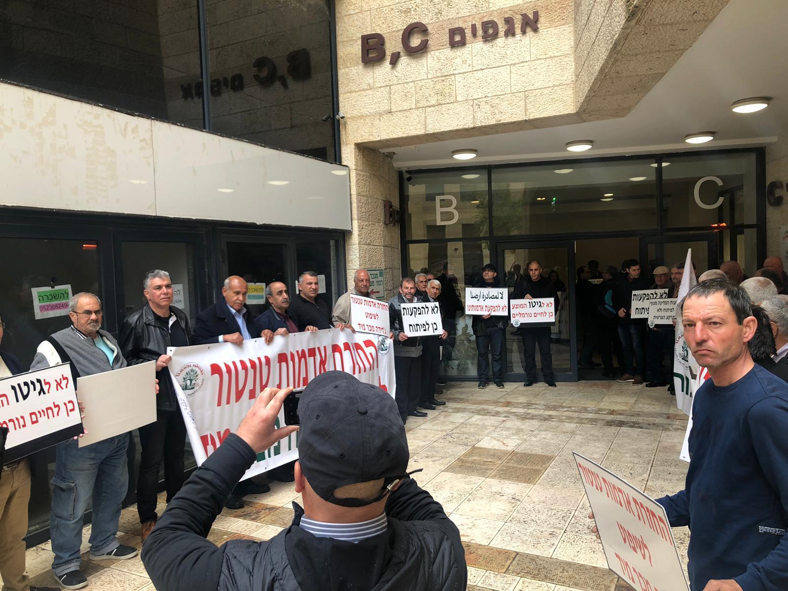 """القدس: وقفة احتجاجية أمام مكاتب """"الفاتمال"""" ضد مخطط طنطور"""