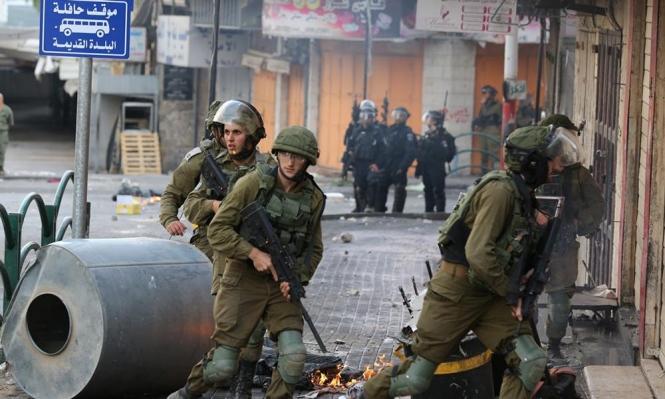 الاحتلال يقتحم مدرسة بالخليل ويعتدي على المعلمين والطلاب