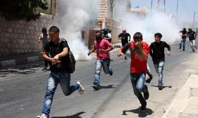 البيرة: إصابة 8 شبان بالرصاص والعشرات بالاختناق بينهم صحافيّ