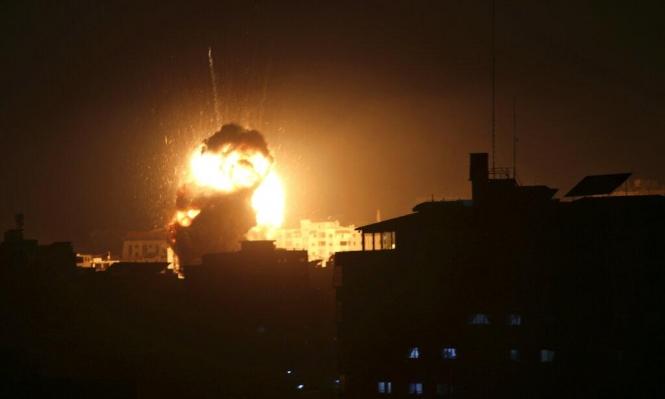 غارات على غزة وحشد للدبابات قبالة السياج الأمني