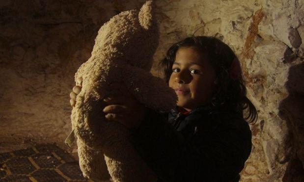 سوريون يلتجئون إلى المغارات الرطبة هربًا من الحرب