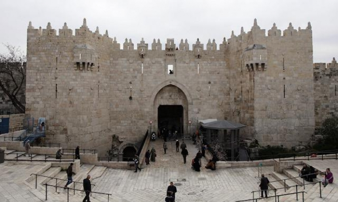 الاحتلال يغلق باب العامود ويعتقل أحد حراس الأقصى