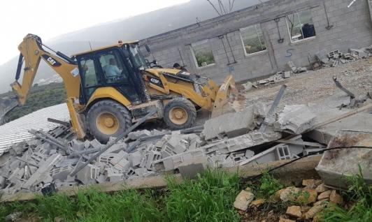 نحف: مواطن يهدم منزله تفاديا للغرامات الباهظة
