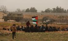 """الاحتلال يستهدف شبانًا شرق خزاعة وصافرات الإنذار تدوي في """"غلاف غزة"""""""