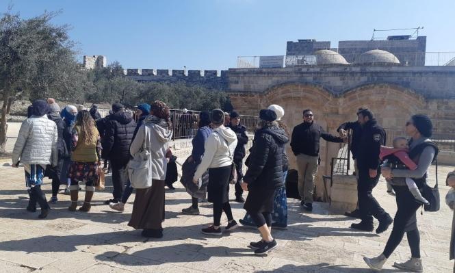 عشرات المستوطنين يقتحمون الحرم المقدسي بحماية قوات الاحتلال