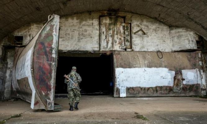 """""""متحف"""" طائرات حربية سوفييتية مدفون بجبل في ألبانيا"""