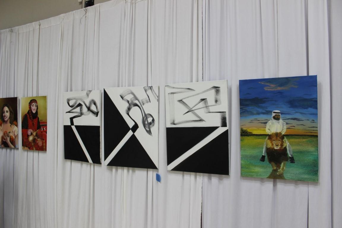 """اختتام معرض """"لمسات"""" للفن التشكيلي في البعنة"""