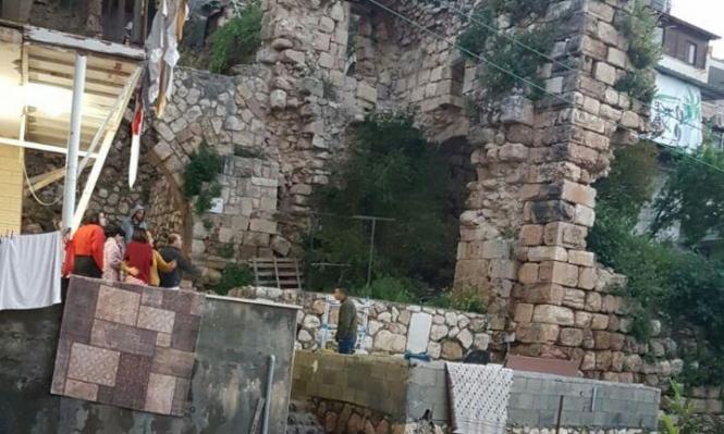 دير الأسد: 4 إصابات إثر انهيار جدار مبنى أثري قديم