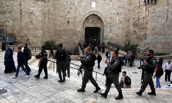 """الاحتلال يبعد حارسا عن الأقصى بعد الاعتداء عليه و""""الأوقاف"""" تستنكر"""
