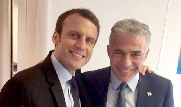 عشية الانتخابات: لبيد يزور باريس بدعوة من ماكرون