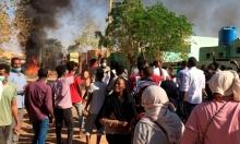 آلاف يتظاهرون قبالة مقرات الجيش السوداني ويطالبون برحيل البشير