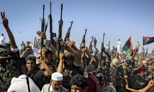 السراج يحذر من حرب أهلية بليبيا ودعوات أممية للتهدئة