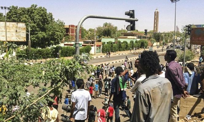 جنود سودانيون يمنعون الأجهزة الأمنية من فض اعتصام الخرطوم