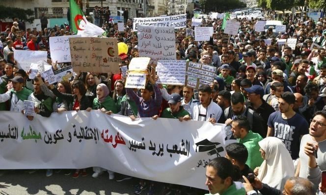بعد تعيين #بن_صالح رئيسًا مؤقتًا: الجزائريون يصرّون #يتنحاو_قاع