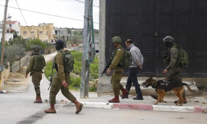 اعتقالات بالضفة واستهداف موقع عسكري قرب جنين