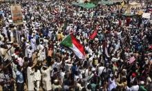 مفاجآت السودان مستمرّة: العسكر يتودّدون للمتظاهرين