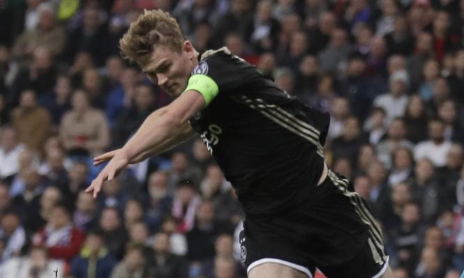 برشلونة يتخذ خطوات سرية لضم دي ليخت