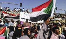 السودانيون يواصلون الاعتصام ويطالبون بتسريع الانتقال للحكم المدني
