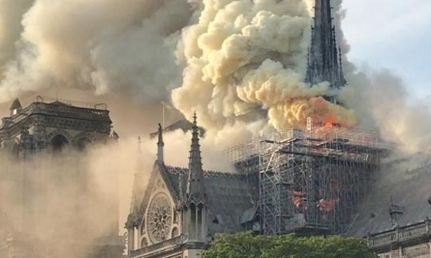 إنقاذ المبنى الأساسي لكاتدرائيّة نوتردام