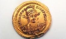 صفورية: العثور على عملة ذهبية رومانية عمرها 1600 عام