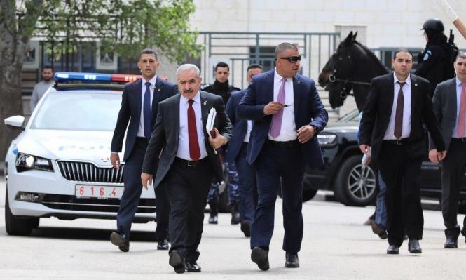 """محمد اشتية: """"رئيس حكومة ماشٍ"""""""