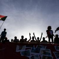 تقدير موقف: انتفاضة السودان.. تعقيدات داخلية واستقطاب خارجي