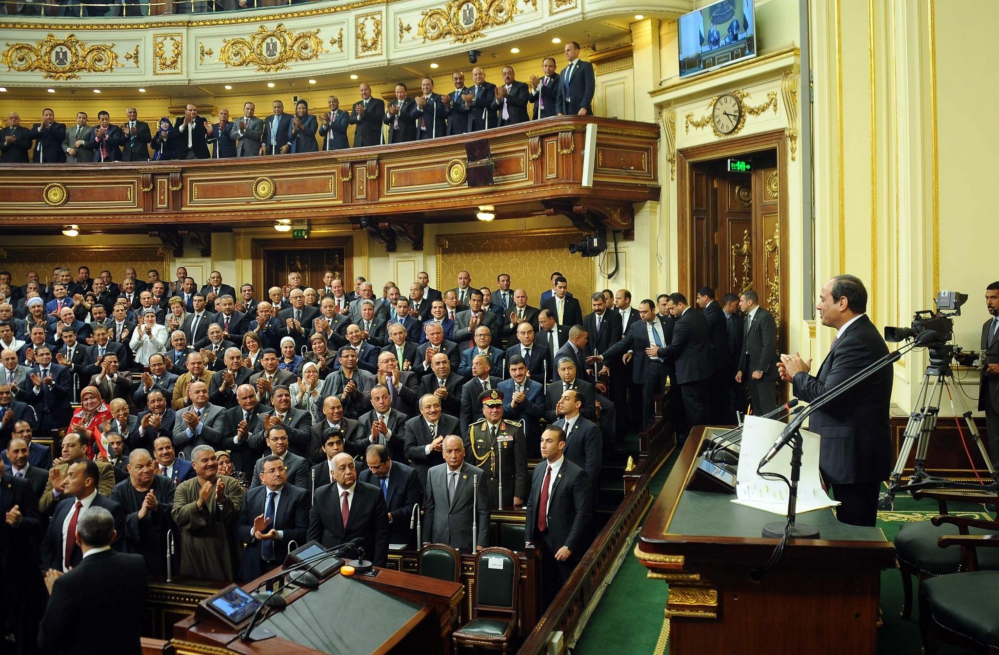 السيسي في برلمان التمديد له (أ ب)