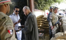 """الاستفتاء في مصر: اعتقال معارض و""""إجبار"""" مواطنين على التصويت"""