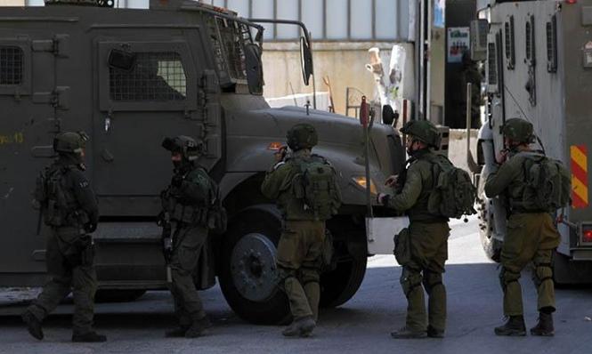 الاحتلال يعتقل 6 فلسطينيين وينصب حواجز بالخليل