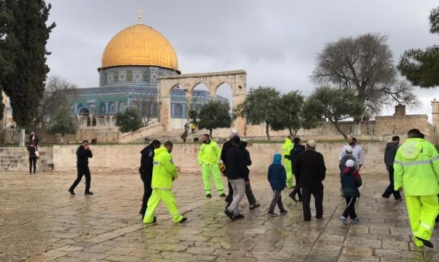 اقتحامات للمسجد الأقصى والاحتلال يغلق الحرم الإبراهيمي