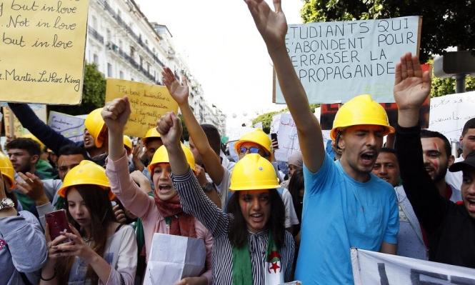 الجزائر: آلاف الطلاب يطالبون برحيل النظام والمحاسبة